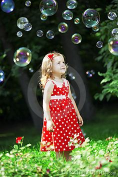 bubbles Have A Great Vacation, Great Vacations, Blowing Bubbles, Close Image, Kids And Parenting, Bunt, Cute Kids, Sustainability, Cool Pictures