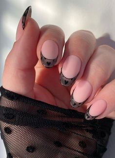 Black French Nails, Black Almond Nails, French Tip Nail Art, French Tips, Short Red Nails, Short Oval Nails, Round Shaped Nails, Round Nails, Oval Acrylic Nails