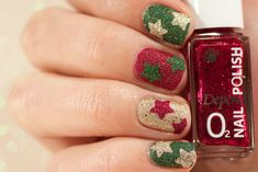 Red, green and gold textured nail art with stars - Christmas manicure Star Nail Art, Star Nails, My Nails, Crazy Nail Art, Crazy Nails, Christmas Manicure, Christmas Star, Gold Texture, Nail Inspo