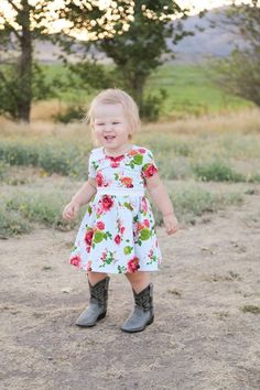 Stitch Upon a Time Easy Girls Dress, Girls Dresses, Kids Clothes Patterns, Clothing Patterns, Daughters, To My Daughter, Stitch Upon A Time, Fabulous Fabrics, Baby Style