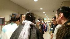 いいね!150.9千件、コメント2,638件 ― 山﨑賢人さん(@kentooyamazaki)のInstagramアカウント: 「公演前の気合い入れ。トイヤー! #里見八犬伝」