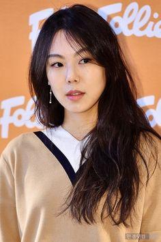 Kim Min-hee (김민희) - Picture Beautiful Asian Women, Beautiful Celebrities, Korean Beauty, Asian Beauty, Asian Woman, Asian Girl, Kim Min Hee, Perfect Eyebrows, Korean Actresses