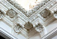 Auberlet et Laurent   Corniches, ornements, moulures de décoration en staff et plâtre, colonne