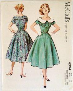 4394, dames de McCall Vintage années 50 robe, manches courtes, col châle, jupe robe, 1957, large décolleté épaule