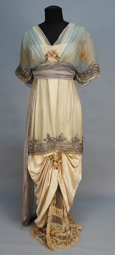 LUCILE LADY DUFF GORDON BEADED and APPLIQUED SILK GOWN, c. 1914 Vestidos Vintage, Vintage Gowns, Mode Vintage, Vintage Outfits, Dress Vintage, 1900s Fashion, Edwardian Fashion, Vintage Fashion, Vintage Beauty