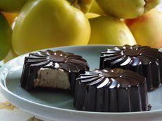 Csokoládéburokba zárt gesztenyemousse Mousse, Xmas, Pudding, Favorite Recipes, Sweets, Candy, Cookies, Food, Crack Crackers