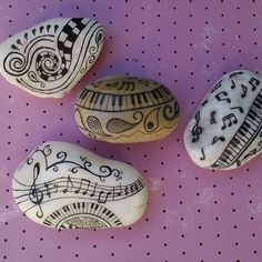 #brainstone #paintedstones #paintedrocks #beatifulstones #beautiful_stones