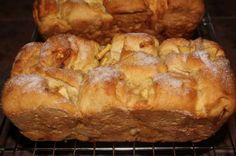 Apple Cinnamon Loaf with Cinnamon-Sugar Topping - i heart eating Apple Cinnamon Loaf, Cinnamon Apples, Apple Bread, Cinnamon Cake, Cinnamon Rolls, Honey Wheat Bread, Bread Rolls, Quick Bread, Sweet Bread