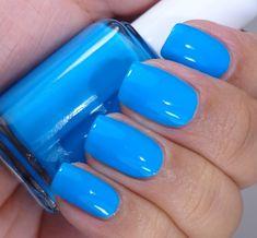 Essie Too Taboo Summer Neons Collection 2014 Essie ♥ Strut Your Stuff Caribbean blue nail polish / lacquer ♥ The Heat Collection Summer 2014 Essie Nail Polish Colors, Nails Polish, Nail Colors, Summer Nail Polish Colors, Summer Colors, Manicure, Opi Nails, Neon Blue Nails, Cruise Nails