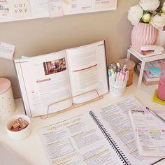 - ̗̀ the girly geek ̖́- Study Areas, Study Space, Study Desk, School Motivation, Study Motivation, Studyblr, Study Corner, Study Room Design, Study Organization