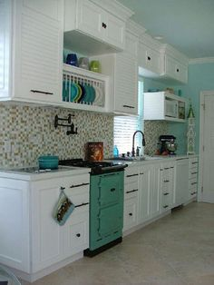 Love this small aga. Maybe when the rest of the house is done I can get me one of these