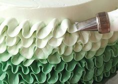 Doing a ruffle cake is really simple with the right tools  #cakedecoratingcourses #decoratingcakes #cakelover