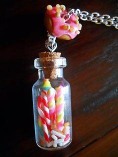 Colgante tarro de dulces  - chucherías con abalorio de donuts  Sweet candy jar necklace with donuts charm