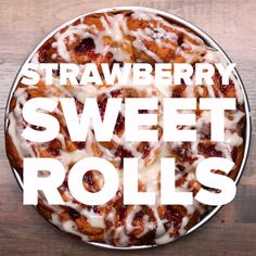 Strawberry Sweet Rolls Recipe by Tasty Baking Recipes, Cake Recipes, Dessert Recipes, Yummy Recipes, Recipies, Sweet Roll Recipe, Delicious Desserts, Yummy Food, Tasty Videos