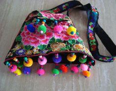 pom pom enthnic bordados bolsos multi color por moderncameoboutique