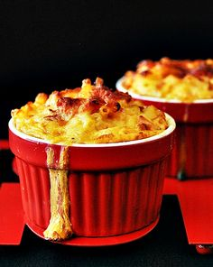 macaroni and cheese with smoked chicken and sun dried tomatoes // i am on such a mac n' cheese kick lately...... :3