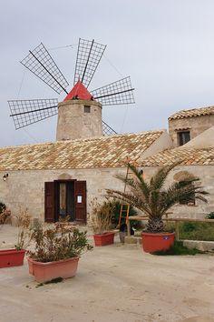Windmill, Riserva Naturale Integrale Saline di Trapani e Paceco, (nature reserve) Sicily.  Photo: tango- via Flickr