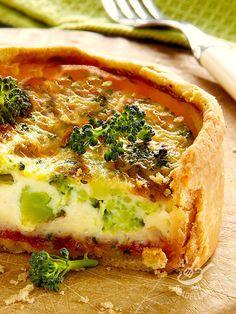 Quiche with broccoli and Tomino - Potrete preparare la gustosissima Torta salata di broccoli e tomino in vista di un apericena o un brunch. Ottima anche come goloso piatto unico!