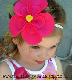Felt Hibiscus flower, made this tonight and it turned out beautiful! Felt Flowers, Diy Flowers, Fabric Flowers, Felt Headband, Baby Headbands, Hair Bow Tutorial, Headband Tutorial, Flower Tutorial, Diy Accessoires