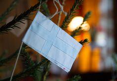 """""""Oi maamme, Suomi, synnyinmaa, soi, sana kultainen. Ei laaksoa, ei kukkulaa, ei vettä, rantaa rakkaampaa, kuin kotimaa tää pohjoinen, maa kallis isien."""" Maamme-laulu, säv. Fredrik Pacius, san. J.L. Runeberg. 6. joulukuuta, Turkansaaren ulkomuseo, Oulu (Finland)"""