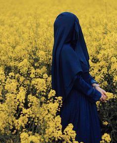 Image may contain: flower, plant, sky, outdoor and nature Hijab Niqab, Muslim Hijab, Mode Hijab, Hijab Outfit, Arab Girls Hijab, Muslim Girls, Muslim Couples, Hijabi Girl, Girl Hijab