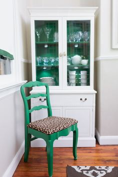 love the emerald green and leopard combo.