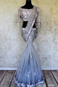 Dazzle on weddings with this gorgeous grey color hand embroidered net saree. It comes with a stunning designer saree blouse. Net Saree Blouse, Saree Gown, Satin Saree, Lehenga, Sari, Pakistani Wedding Dresses, Indian Wedding Outfits, Indian Dresses, Net Saree Designs