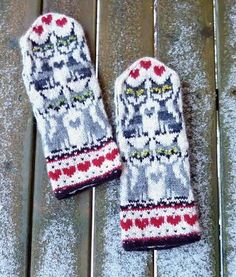 Stricken Looking for your next project? You're going to love KisKis 4 Mittens by desi… – Stricken Crochet Mittens, Mittens Pattern, Fingerless Mittens, Crochet Slippers, Knitted Gloves, Knit Crochet, Crochet Hats, Knitting Charts, Knitting Socks
