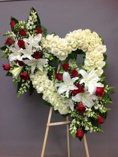 Flower Wreath Funeral, Dad Funeral Flowers, Funeral Floral Arrangements, Flower Arrangements Simple, Cemetary Decorations, Casket Flowers, Funeral Sprays, Corona Floral, Artificial Christmas Wreaths