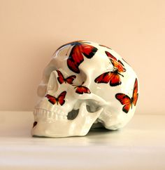 Skull Porcelain by artist.noon :: 30% OFF actually in your shop www.artandtoys.com // Christmas Sale // GO GO GO !! No code #porcelain #sculpture made in #limoges #franceENJOY !!