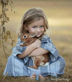 Cute children and animals Animals For Kids, Cute Baby Animals, Animals And Pets, Smiling Animals, Nocturnal Animals, Happy Animals, Jungle Animals, Forest Animals, So Cute Baby