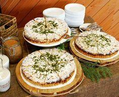 Kohupiima-õunakook  Kuidas teile väljapanek meeldib? #koorekiht #loodusmaja #catering