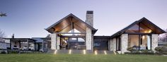 Like the schist and the covered outdoor area. Like the black poles. Similar look above under entry gable, schist finishing then black beams connecting roof. Modern Floor Plans, Modern House Plans, House Floor Plans, Modern Farmhouse Exterior, Farmhouse Plans, Farmhouse Small, House Plans One Story, Facade House, House Cladding
