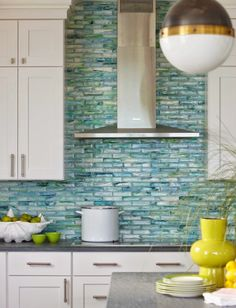 House of Turquoise: Rachel Reider Interiors Love the backsplash! Maybe in a green for my kitchen? House Of Turquoise, Turquoise Tile, Turquoise Room, Beach House Kitchens, Home Kitchens, Coastal Kitchens, Play Kitchens, Coastal Living, Coastal Decor
