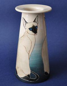 Деннис Chinaworks Сиамская кошка коническая Ваза  approx.16 см в высоту   £ 240.00