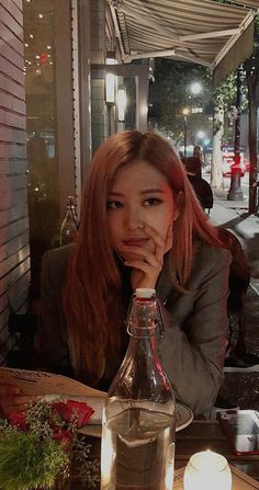 Rosé Facts: – She is Korean, but she was born in Auckland, New Zealand and raised in Melbourne, Box Hill (Australia), where she atten. South Korean Girls, Korean Girl Groups, K Pop, 1 Rose, Rose Icon, Rose Park, Jennie Lisa, Blackpink Members, Rose Wallpaper