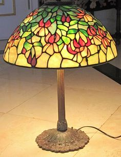 """HANDCRAFTED STAINED GLASS TIFFANY STYLE PAUL CRIST LAMP 16"""" SHADE EXCELLENT"""