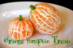 halloween food gifts: orange pumpkin treats i almost feel silly posting these.that's how easy they were! and i have to give all the credit to my old ke Halloween Snacks, Halloween Treats For Kids, Halloween Punch, Fete Halloween, Halloween Cupcakes, Easy Halloween, Halloween Candy, Spooky Treats, Halloween Halloween