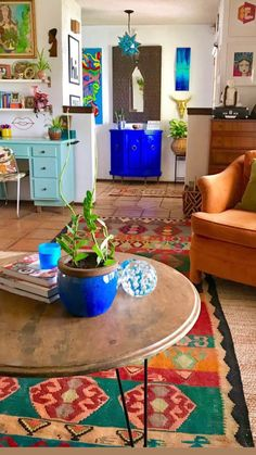 Colourful Living Room, Boho Living Room, Eclectic Living Room, Colourful Home, Bright Living Room Decor, Colorful Rooms, Colorful Kitchen Decor, Retro Living Rooms, Funky Home Decor