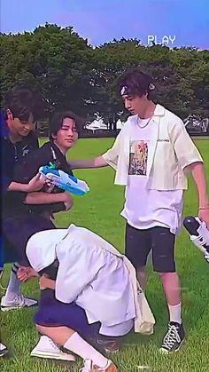 Stray Kids Chan, Stray Kids Seungmin, Felix Stray Kids, Exo Music, Savage Kids, Kpop Gifs, Chris Chan, Nct Life, Kid Memes