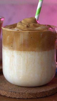 Coffee Drink Recipes, Starbucks Recipes, Yummy Snacks, Yummy Food, Comida Diy, Dessert Drinks, Desserts, Café Chocolate, Diy Food