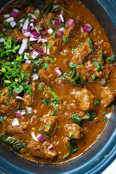 This Slow Cooker Beef Curry is a simple, prepare ahead midweek meal. A tasty 'fakeaway' curry, the slow cooked beef pieces are cooked in a tomato sauce. This crock pot beef stew style curry is also easilyadaptable to the Slimming World or Weight Watchers plan as it's light, healthy and low fat. #crockpotrecipe #slowcookerrecipe #beefcurry #curryrecipe #tamingtwins Beef Curry Stew, Crock Pot Curry, Slow Cooker Beef Curry, Beef Stew Crockpot Easy, Beef Stew Meat, Stew Meat Recipes, Curry Recipes, Cooker Recipes, Meat Meals