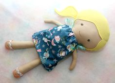 Articoli simili a 18 inch Doll, Blonde Cotton Cloth Doll with Dress, Little Girl Doll su Etsy 18 Inch Doll, Doll Clothes, Dolls, Cotton, Etsy, Vintage, Baby Dolls, Puppet, Doll