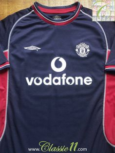 593fb93ab Relive Manchester United s 2000 2001 season with this vintage Umbro 3rd kit  football shirt.