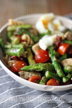 Feed Me Better: Sałatka z zielonymi szparagami i jajkiem. Kung Pao Chicken, I Am Awesome, Salads, Wellness, Meat, Ethnic Recipes, Foods, Cooking, Food Food