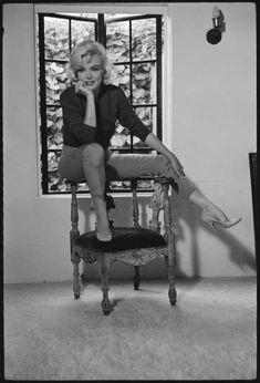 Moda anni '50, i look e gli accessori di Marilyn Monroe - Marilyn Monroe con uno dei suoi look casual più belli.