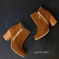 Botines de mujer ¡Infaltable para las fashionistas!  Si eres de las que gusta lucir piernas desnudas, los botines son una magnifica opción. Pero, debes tener en cuenta que si tus piernas no son largas podrías dar la impresión de que son más gruesas; por eso lo ideal es escogerbotines de igual color que la ropa, por ejemplo vaqueros o leggins o, si son de otro color mantente siempre dentro de tonos oscuros sin contrastes. Ankle, Boots, Color, Women's Booties, Cowboys, Legs, Clothing, Crotch Boots, Heeled Boots