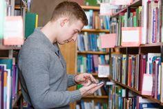 Andalucía apuesta por la versión móvil del catálogo en sus bibliotecas. Recientemente se ha implementado la versión móvil del catálogo (mopac) tanto en la Red de Bibliotecas Públicas de Andalucía como en la Red de Centros de Documentación y Bibliotecas Especializadas de Andalucía.
