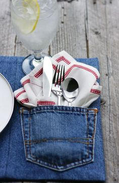 denim placemats from old jeans! Perfect for a picnic and No cost involved and once again recycling! Fabric Crafts, Sewing Crafts, Sewing Projects, Craft Projects, Craft Ideas, Project Ideas, Nifty Crafts, Recycling Projects, Upcycled Crafts
