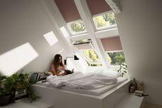 Solskjerming for takvinduer - Byggmakker Apartment Room, Bedroom Design, Loft Room, Loft Spaces, Loft Conversion Bedroom, Kerala House Design, Bedroom Layouts, Room Layout, Dream Rooms